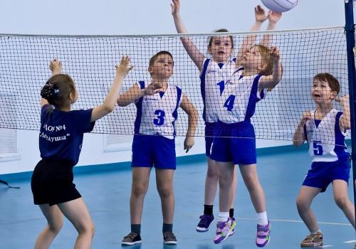 Развитие физических качеств у учащихся в урочной и внеурочной деятельности через игру в волейбол>