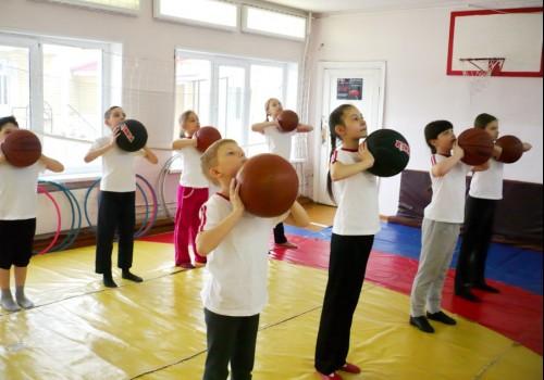 Особенности урока физической культуры. Из опыта работы>