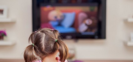 Эксперты ВОЗ запретили детям до двух лет проводить время перед экраном